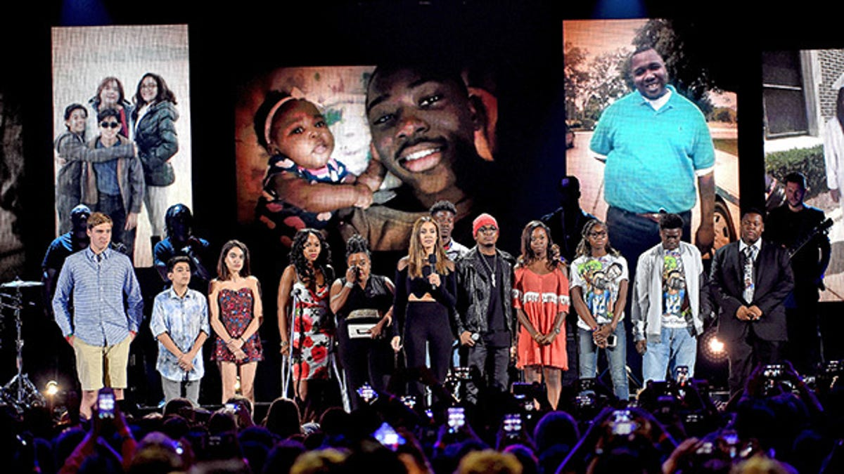 Teen Choice Awards Pays Tribute to Victims of Gun Violence