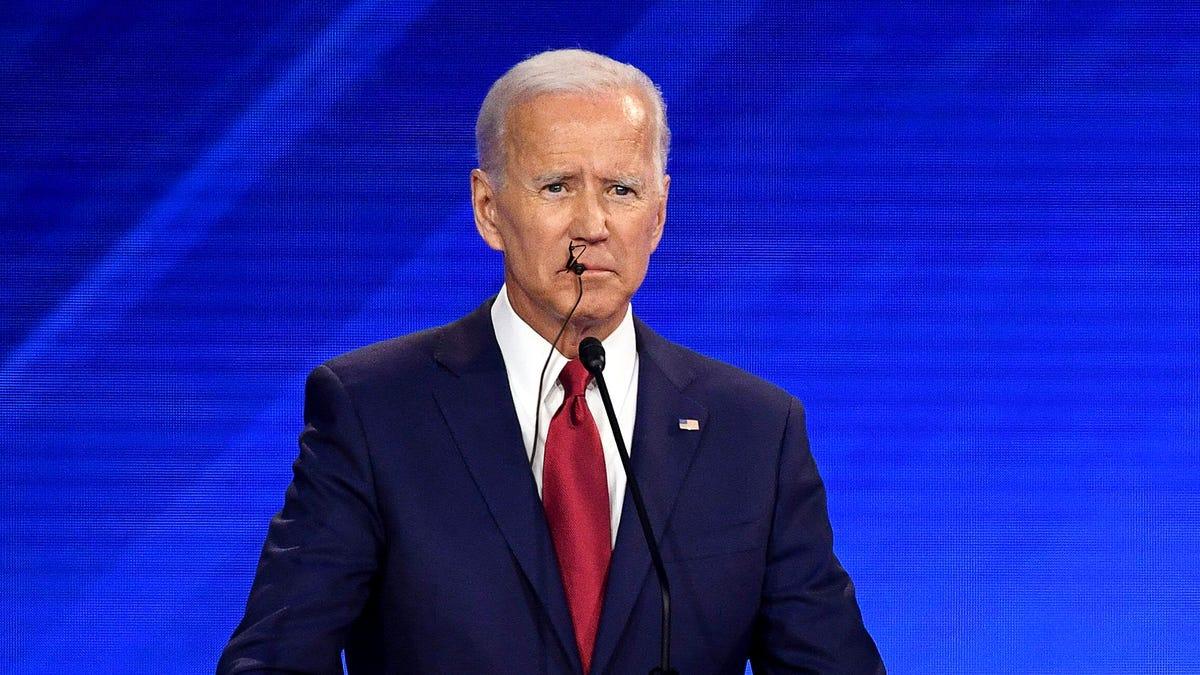 CNN Audio-Analyse Zeigt Biden Fing An Nass-Mic Beim Kauen Auf der Eigenen Mikrofon