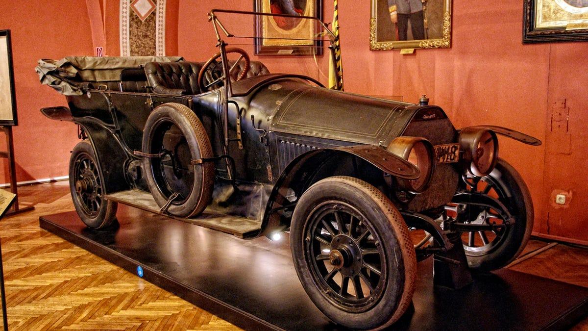 La sangrienta historia del coche en el que comenzó la Primera Guerra Mundial (y por qué se dice que está maldi
