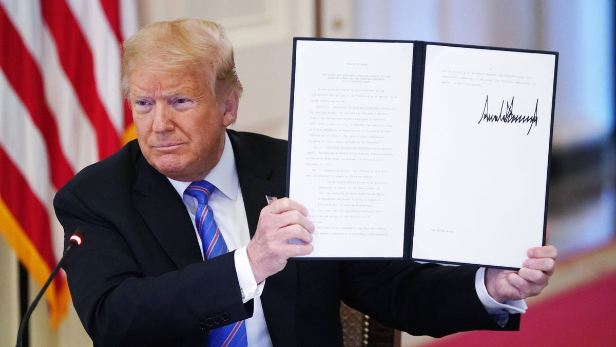 Trump Signs Executive Order Establishing '1946 Commission' To Teach How America Started At President's Birth