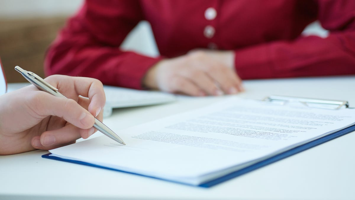 What's the Difference Between a Loan Cosigner and a Guarantor?