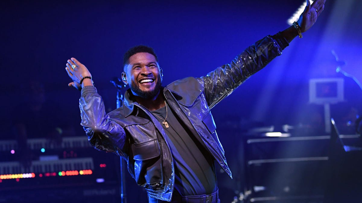 Did Usher Tip Strippers With Fake Money With His Face Printed On It? An Investigation