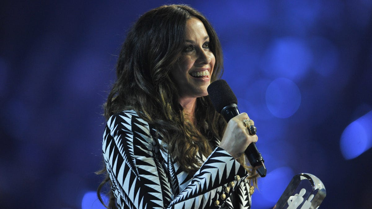Alanis Morissette's Jagged Little Pill anniversary tour will feature Garbage and Liz Phair