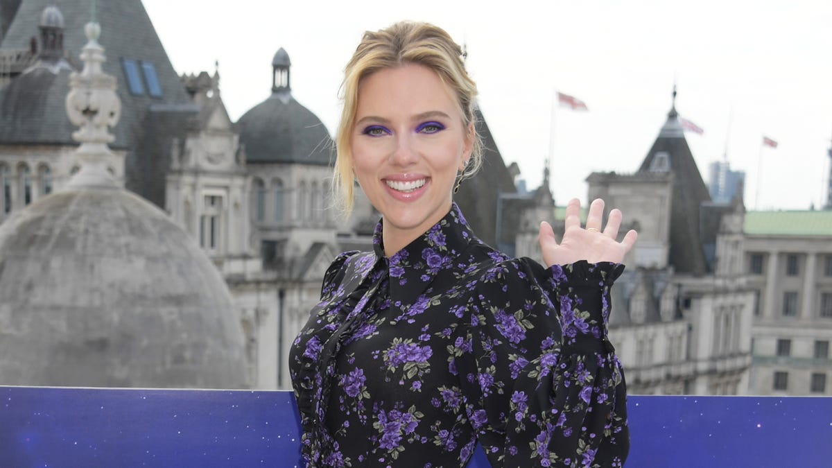 Scarlett Johansson Is Confused About Memes And If They Move