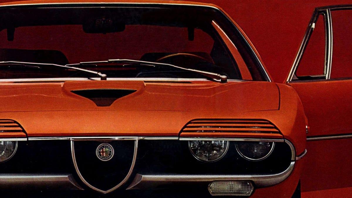I love the Alfa Romeo Montreal's whole look, though I do suppose the amazing half-lid slatted headli