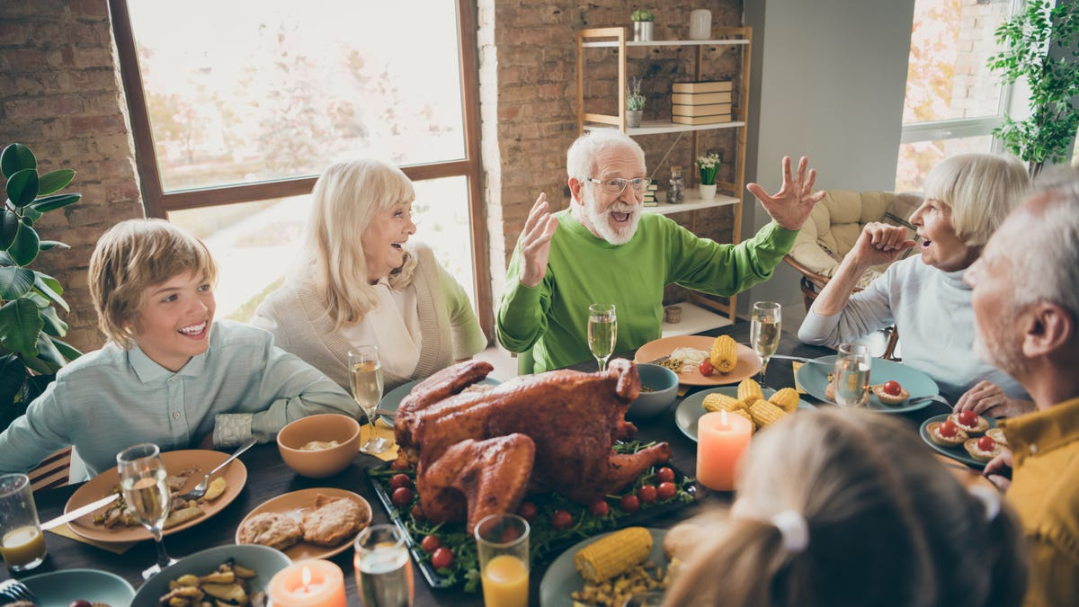 What to Ask Your Older Relatives This Thanksgiving