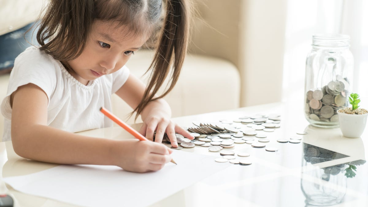 Help Your Younger Kids Understand Credit Cards and Budgets With This App thumbnail