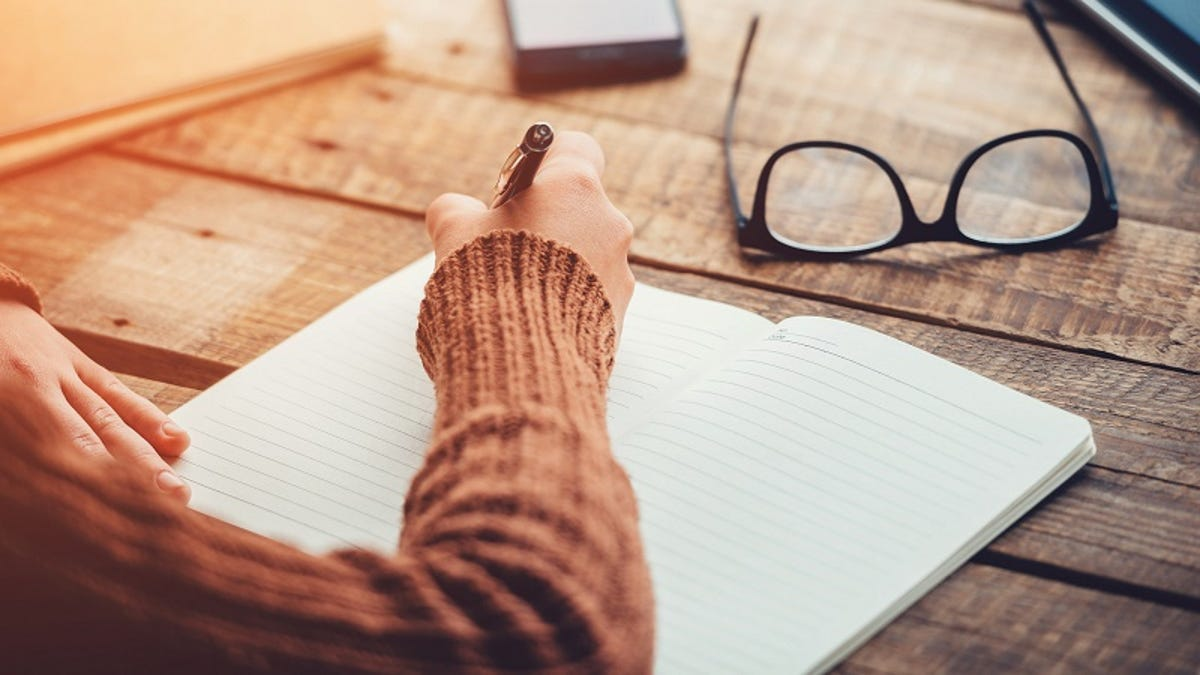 Improve Your Reading Comprehension by Writing Three-Sentence Summaries