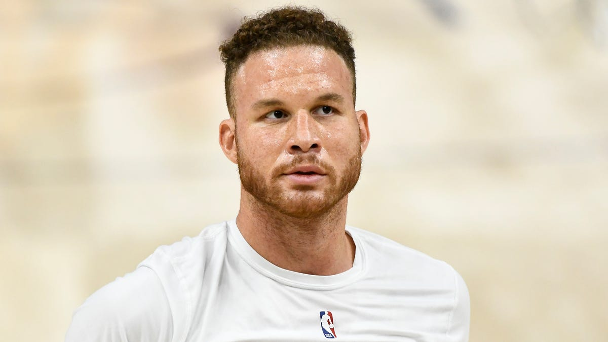 Blake Griffin Delays Practice Once Again To Prove He Can Still Dunk Over Kia Optima