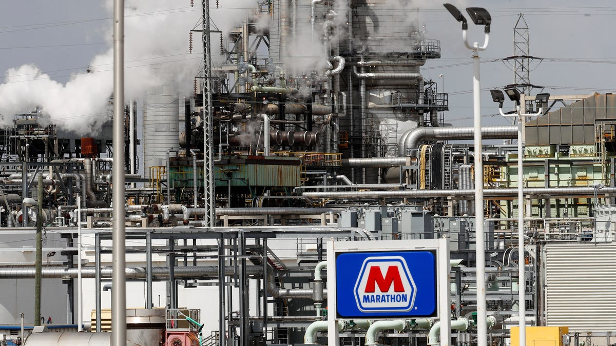 Fossil Fuels Got Billions In Bailouts, Then Fired of Workers
