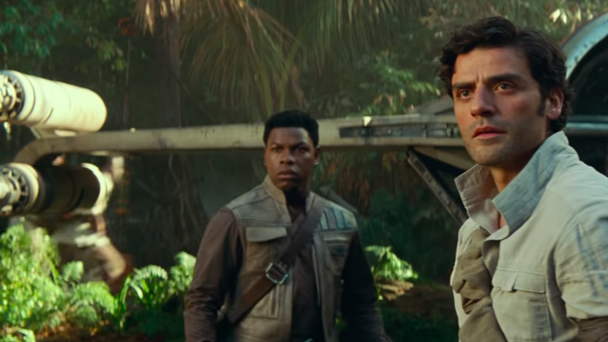 """Oscar Isaac also wishes Poe and Finn were space boyfriends, but """"people are too afraid"""""""