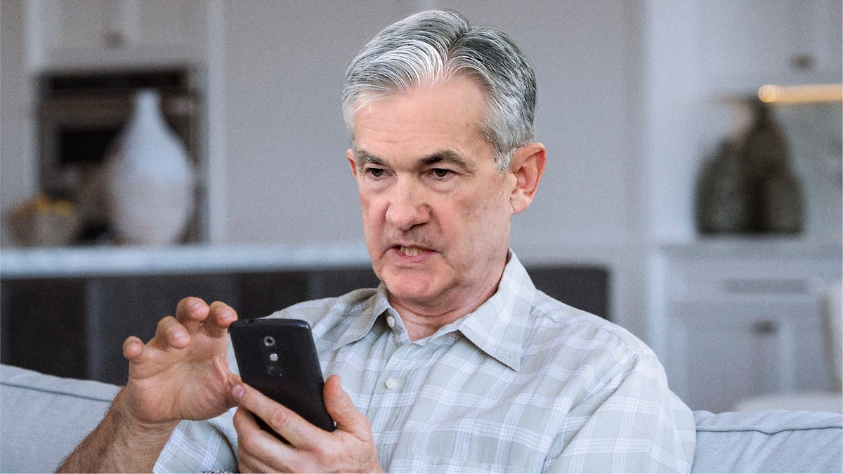 Fed Chairman Downloads Budgeting App To Help Manage Nation's Economy - the onion