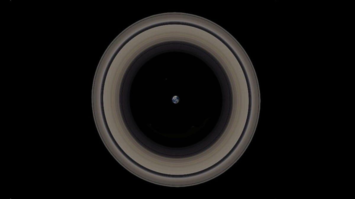 Los inmensos anillos de Saturno comparados con la Tierra