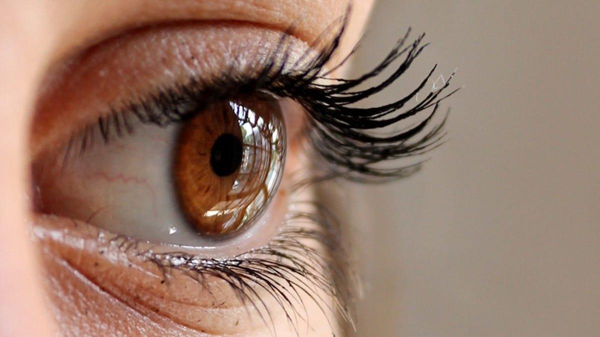 Un acosador localiza la casa de una famosa por el reflejo en sus ojos