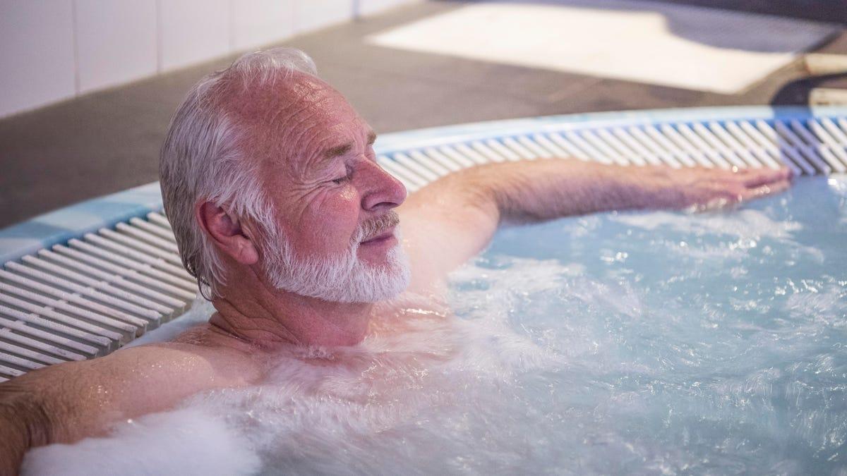 Ο Μπαμπάς Εξαπολύει Στοιχειώνει Βογκητό Ικανοποίησης Κατά Φθίνουσα Hot Tub