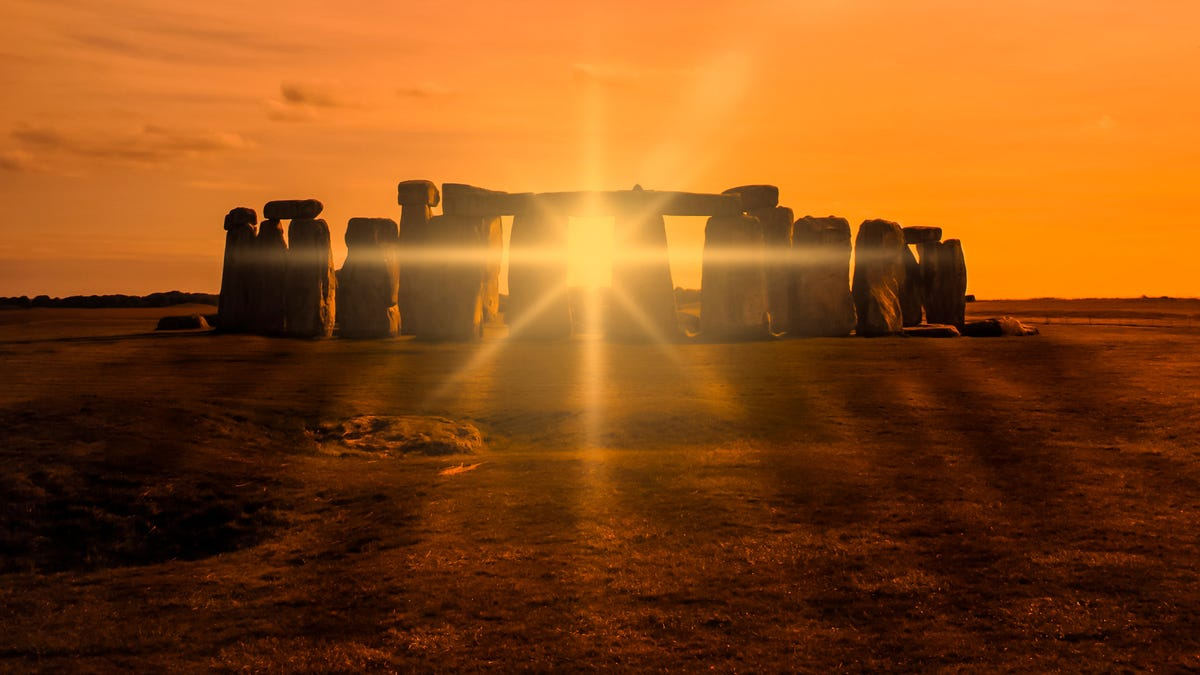 Watch a Livestream of the Summer Solstice at Stonehenge thumbnail