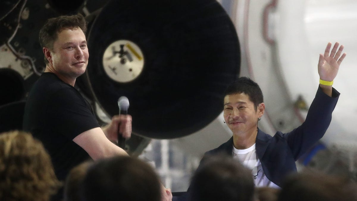Japanese Billionaire Who Bought Tickets on SpaceX's Starship Announces 8 Seats Are Up for Grabs - Gizmodo