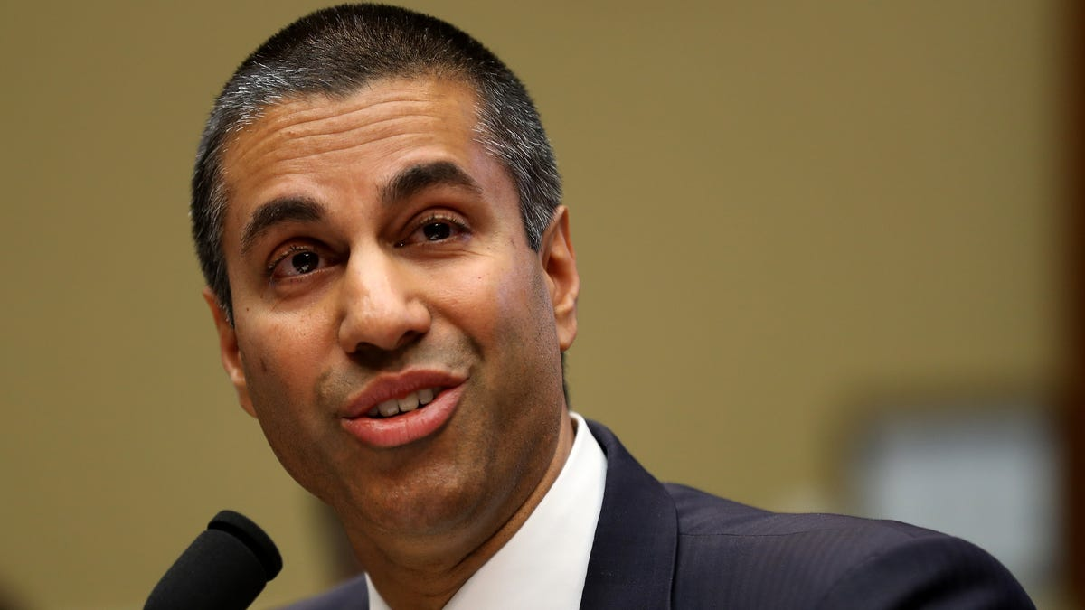 FCC Finds Wireless Carriers Wildly Overstate Coverage, Gives Them More Money Anyway