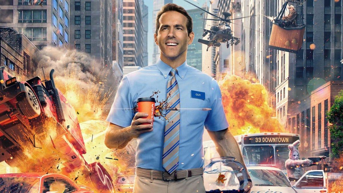 En Free Guy, Ryan Reynolds es un PNJ viviendo en un videojuego de mundo abierto tipo GTA