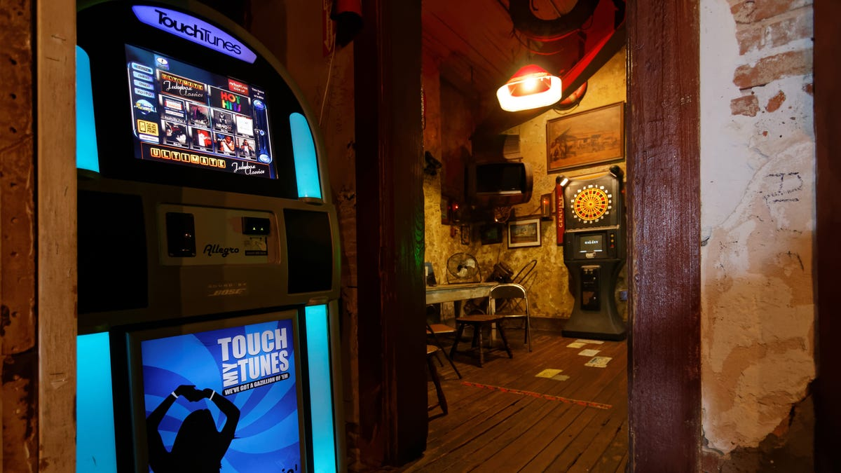 Use TouchTunes to Hassle Your Local Bar When You're Not There
