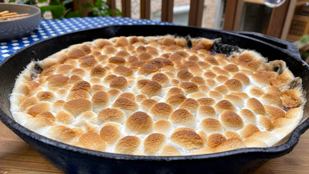 Smother your quarantine summer sorrows in S'mores Dip
