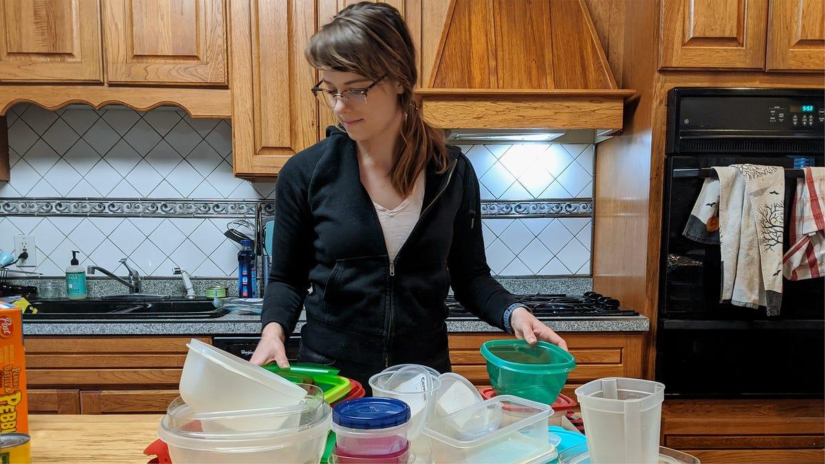 Globale Pandemie, Die Hat Tausende Getötet Geben Der Frau Nur Die Push, Die Sie Brauchte, Zu Organisieren Tupperware-Schrank