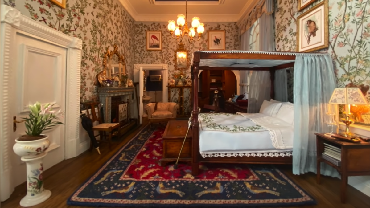 YouTubers Succeed In Getting Airbnb Bookings For an Opulent Dollhouse