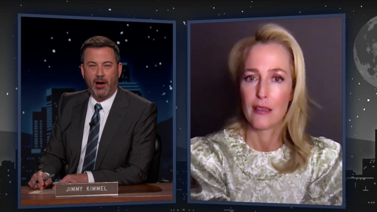 The Crown's Gillian Anderson is only so-so at X-Files trivia