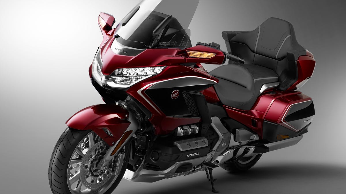 Admirable The 2018 Honda Gold Wing Is Lighter And So High Tech It Has Squirreltailoven Fun Painted Chair Ideas Images Squirreltailovenorg