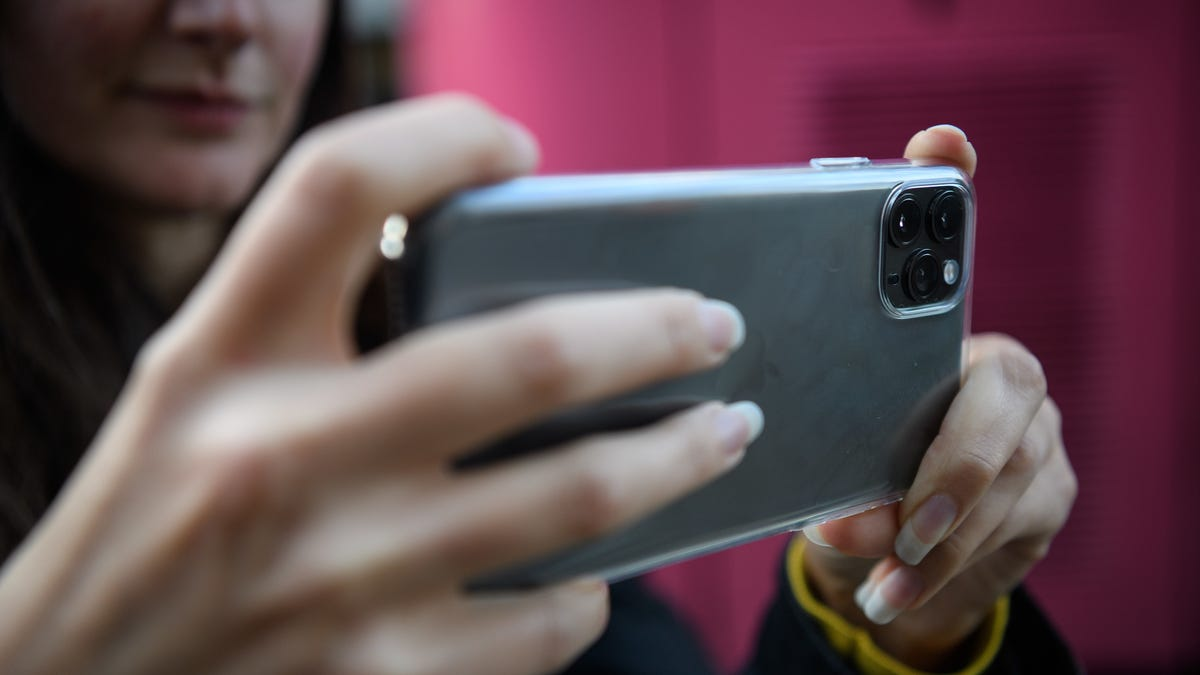 Apple Wins Patent for Socially Distant Group Selfies