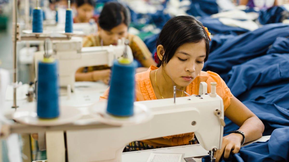 Glücklichen Jugendlich Landet Job In Der Mode-Industrie