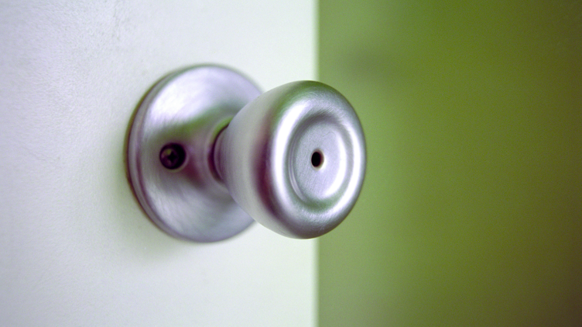 How to Pick the Lock of an Interior Door