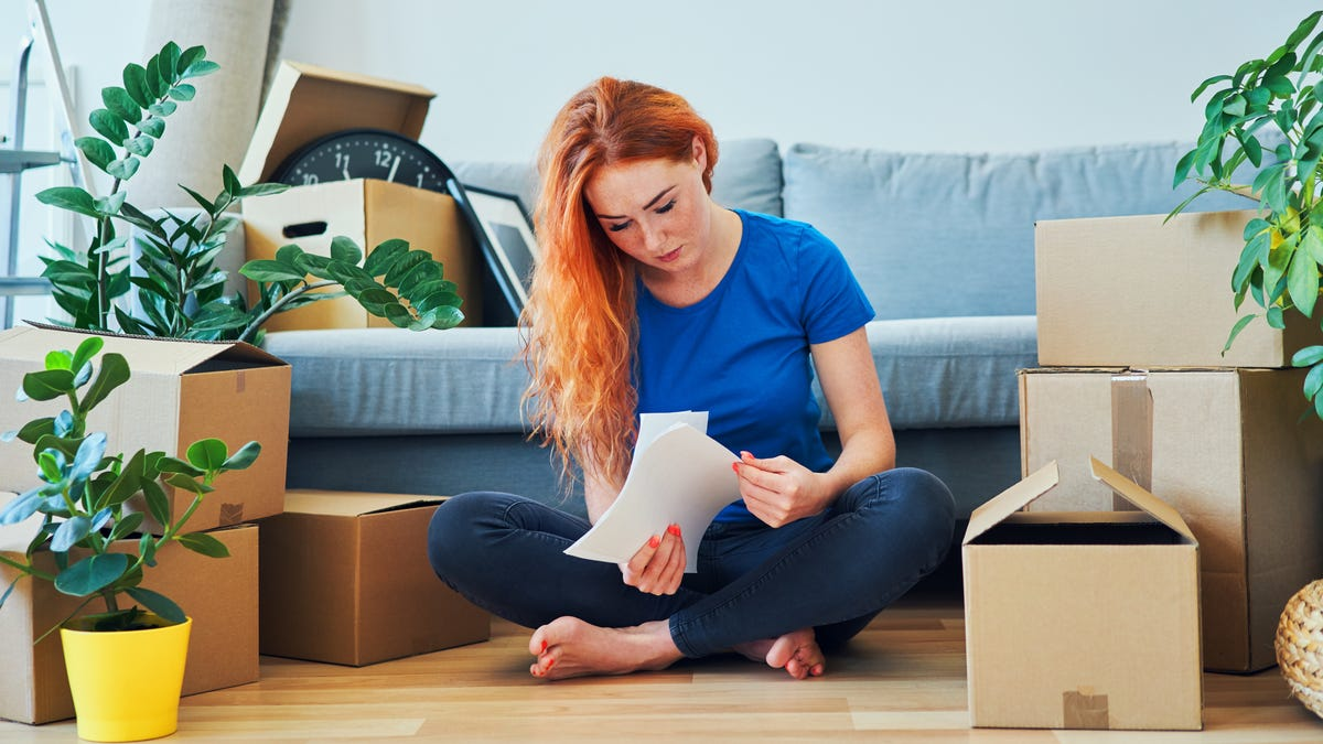 How to Spend Less When You're Moving on Short Notice
