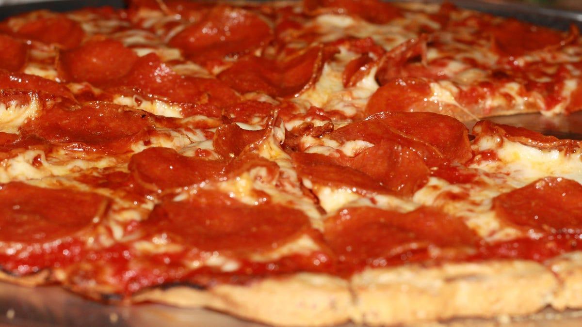 Kansas collegians exchange Pee For Pizza in STI testing drive