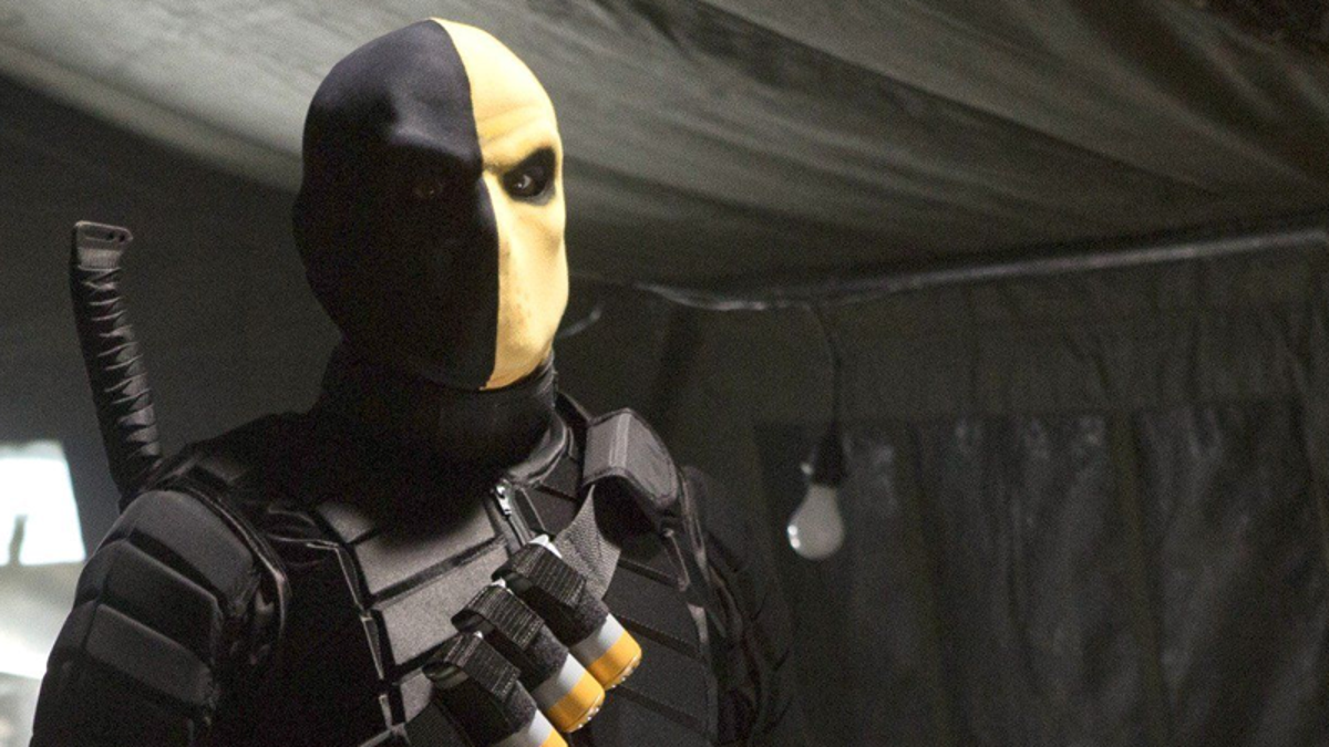 Turns Out the Real Story Behind Deathstroke's Arrow Debut Is Just as Noncommittal as the Show's Own Explanation