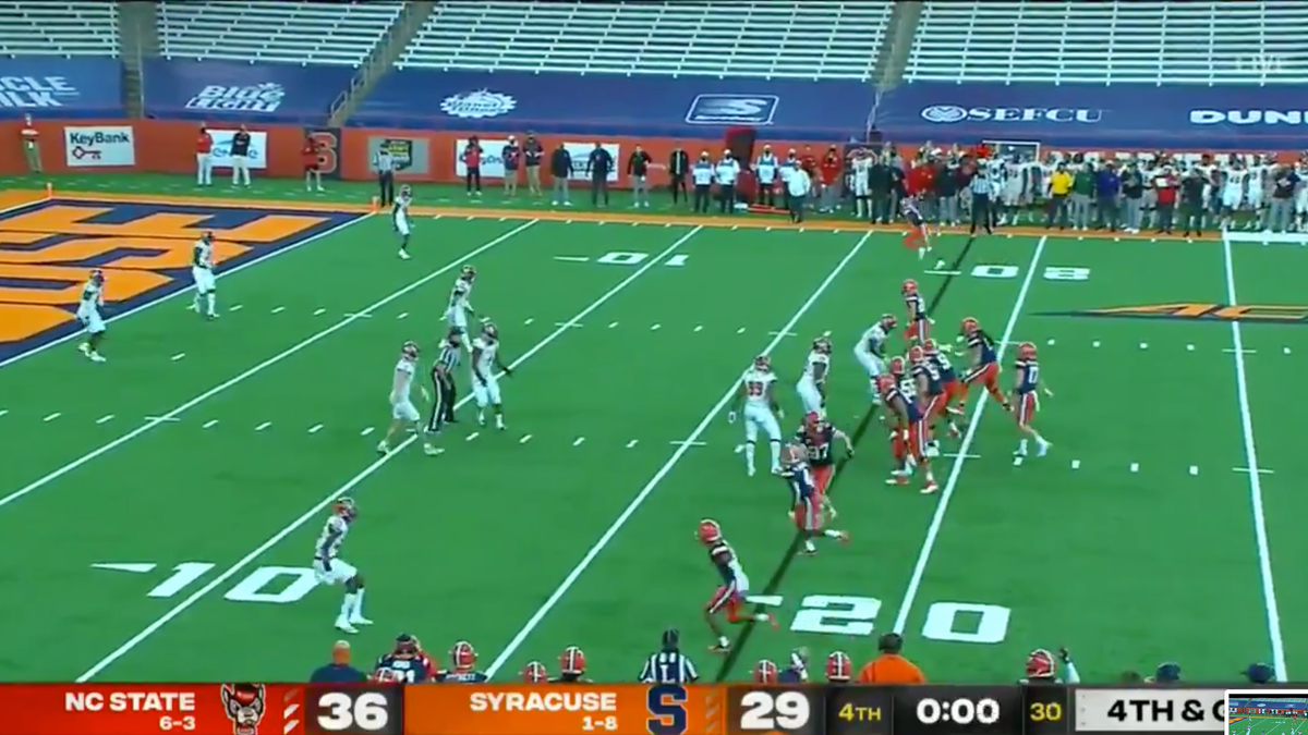 Syracuse spikes ball on 4th down with 0:00 left - deadspin