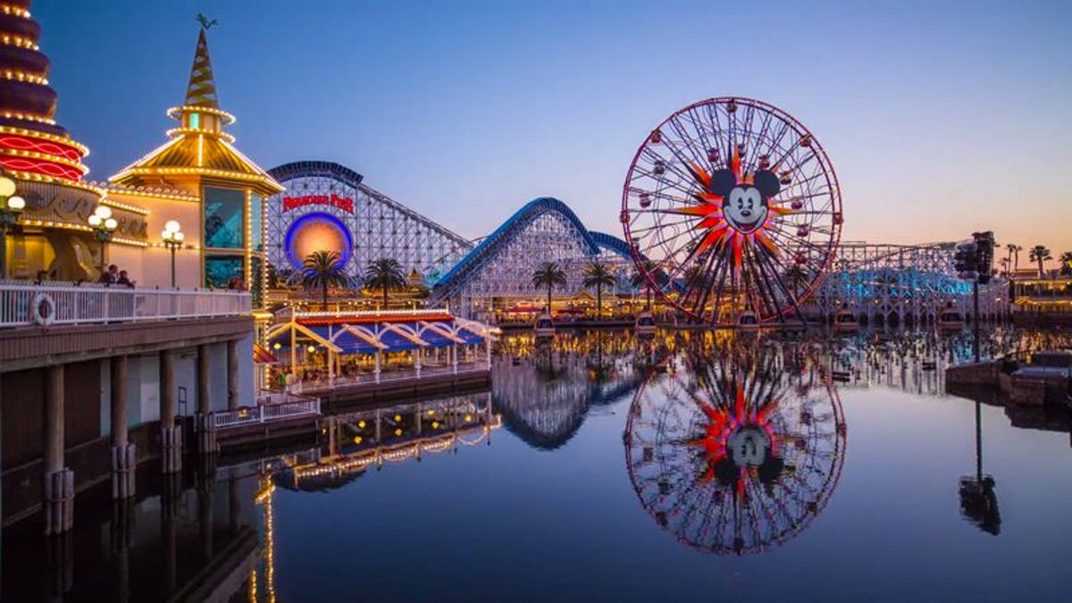 """Welcome to the magic"" time-lapse details a day at Disneyland in 20,000 photos"