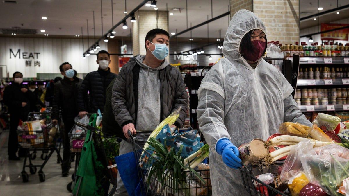China anuncia más de 15.000 casos de coronavirus en un solo día con las nuevas pautas de diagnóstico