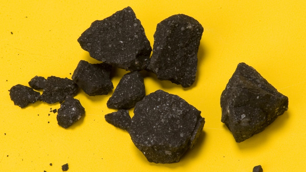 Scientists Look in an Ancient Meteorite, Find Evidence of CO2-Laced Water