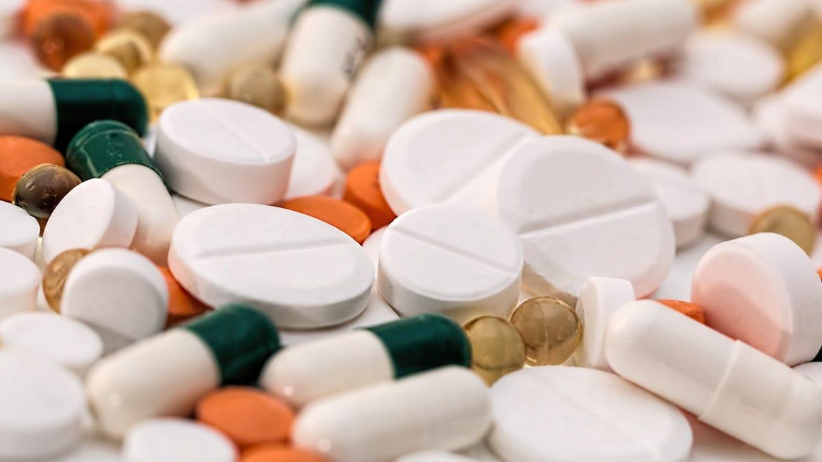 Porque no se debe tomar alcohol con antibioticos