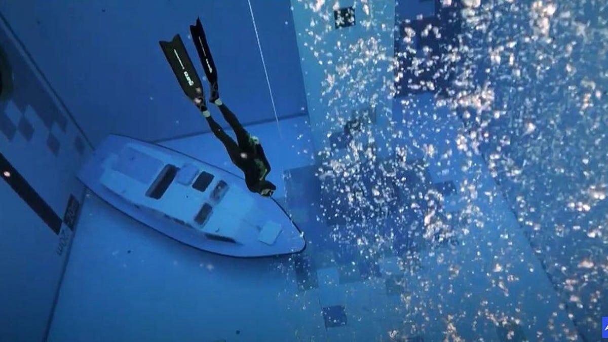 Así es bucear en la piscina más profunda del mundo