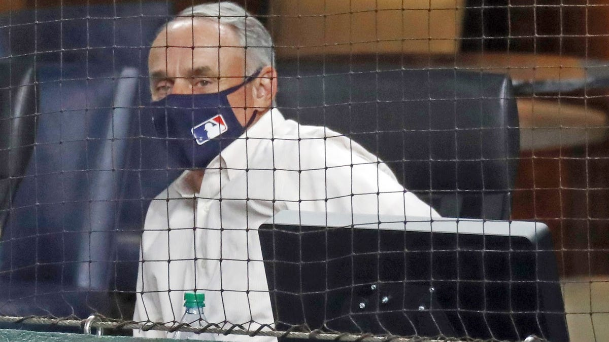 Rob Manfred does what he does best: Pass off responsibility