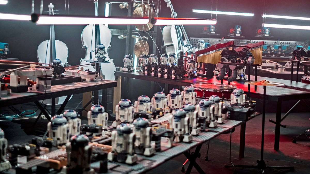 Watch a Giant Army of Lego Droids Play the Star Wars Theme on Real Instruments
