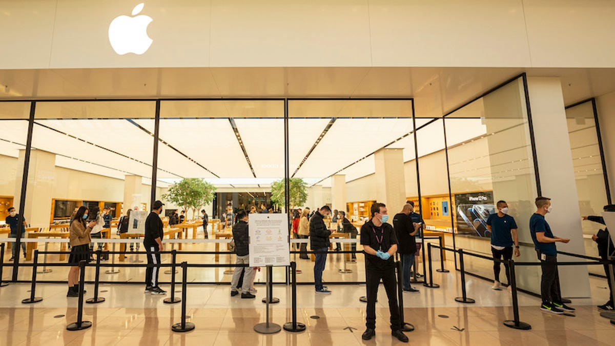 Apple Closes Stores Across the U.S. and All in California