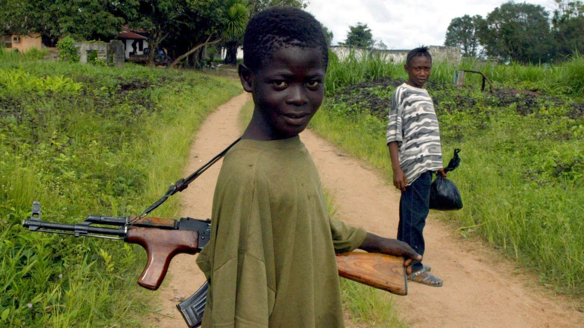 8 WAHNSINNIG SÜßE Kindersoldaten