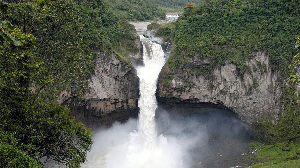 El día que la mayor catarata de Ecuador desapareció por un agujero en la tierra