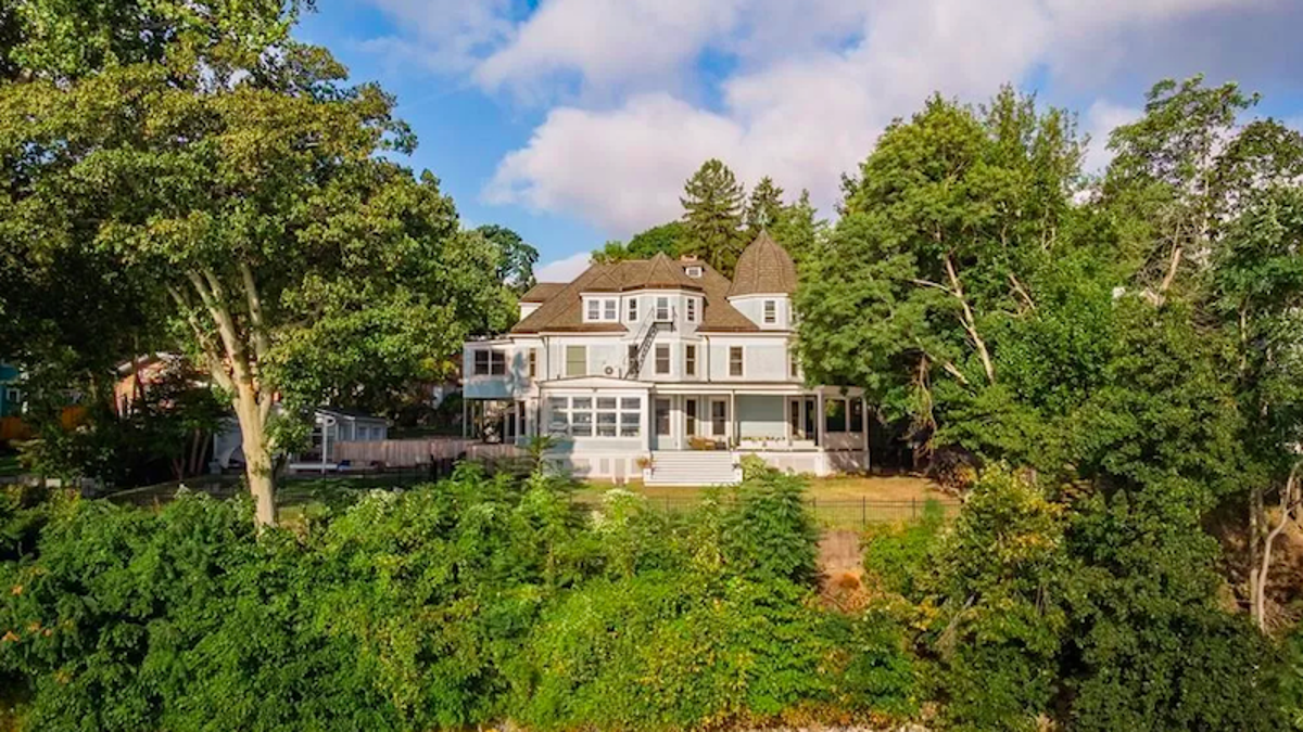 """Puedes comprar esta casa """"legalmente"""" embrujada por 1,9 millones"""