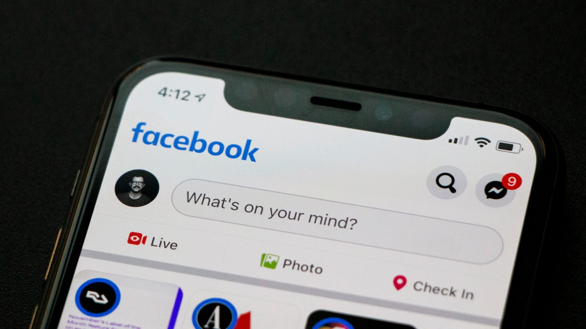 A Brief Explanation of Facebook's Scary New iPhone Bug