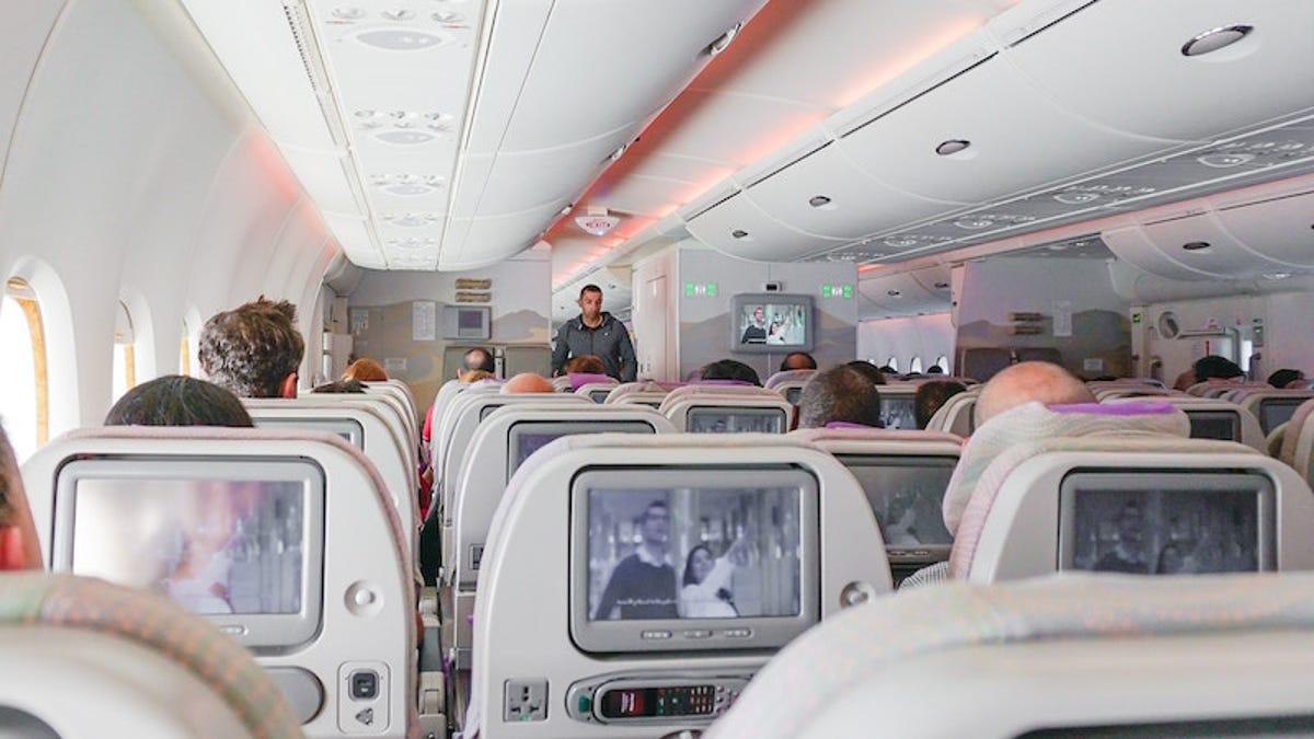 Una aerolínea pide disculpas tras tuitear los asientos en los que es más probable morir en caso de accidente