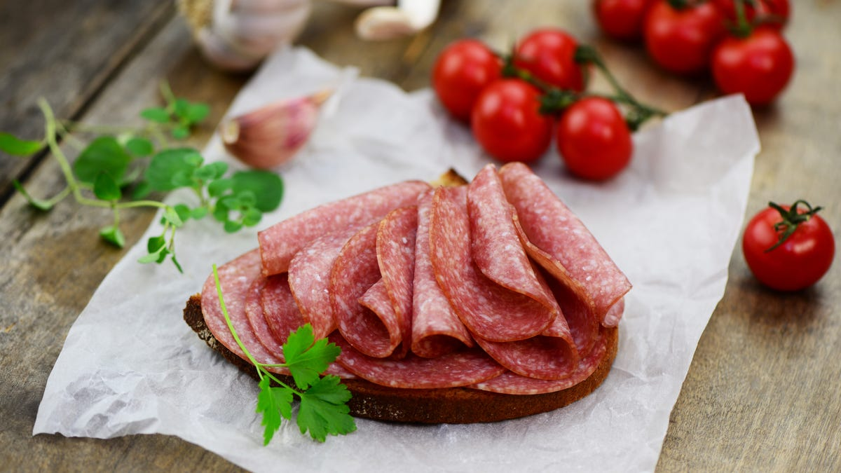 don't eat deli meat if you're pregnant or old cdc says